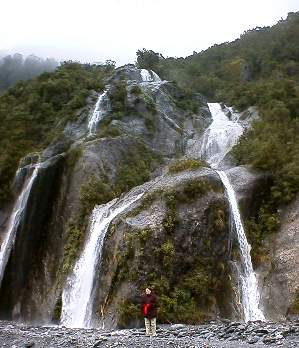 falls on the way to Franz Joseph Glacier