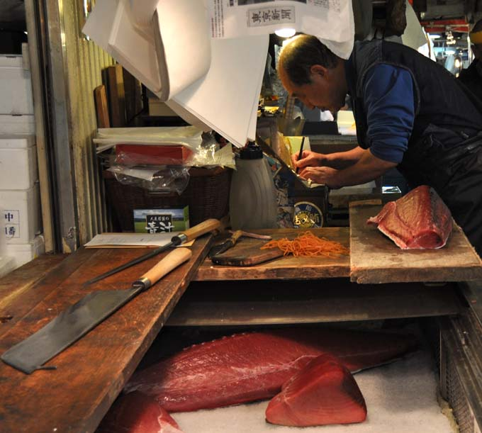 Post image for A Tale of Two Breakfasts in Tokyo's Tsukiji Fish Market