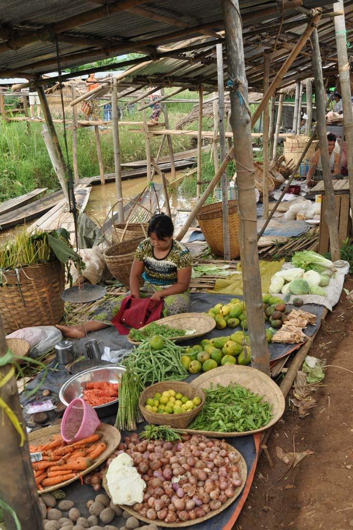 Ywama village market