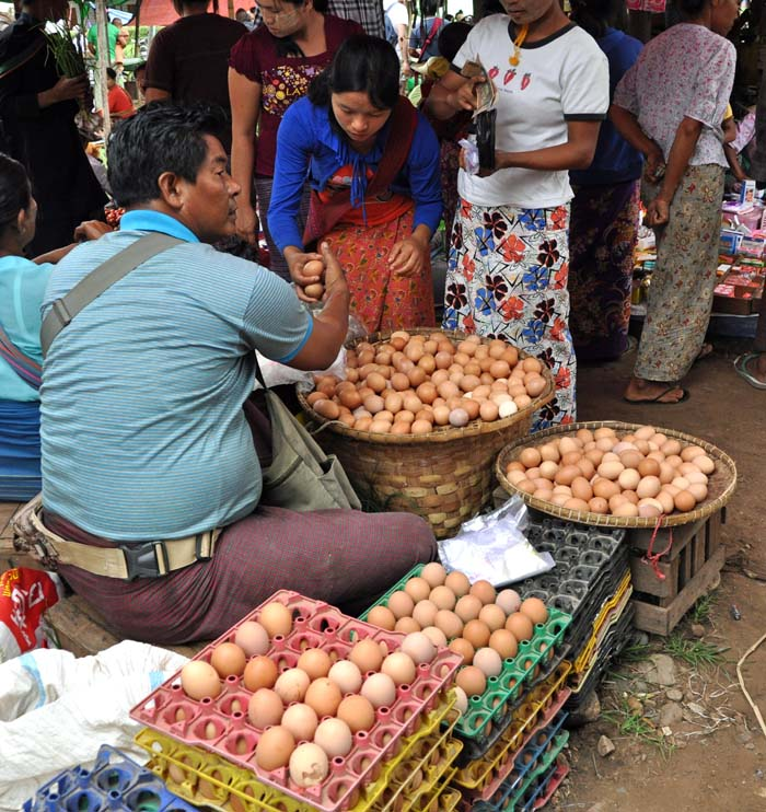 Market on Inle Lake (17)