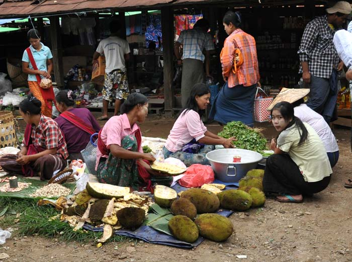 Market on Inle Lake (14)