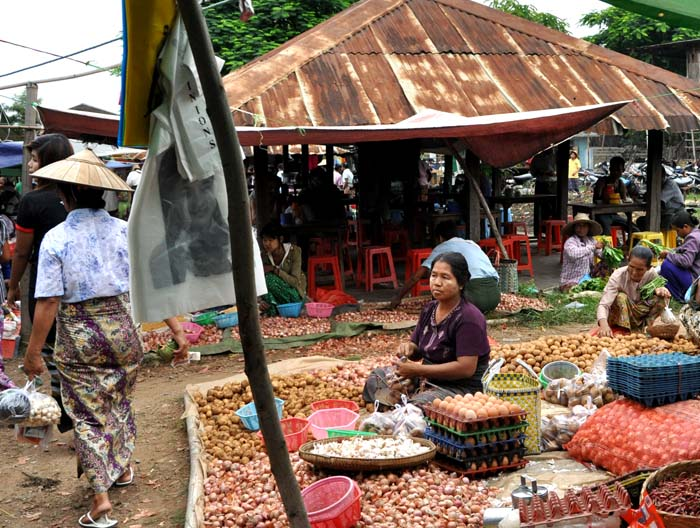 Market on Inle Lake (3)