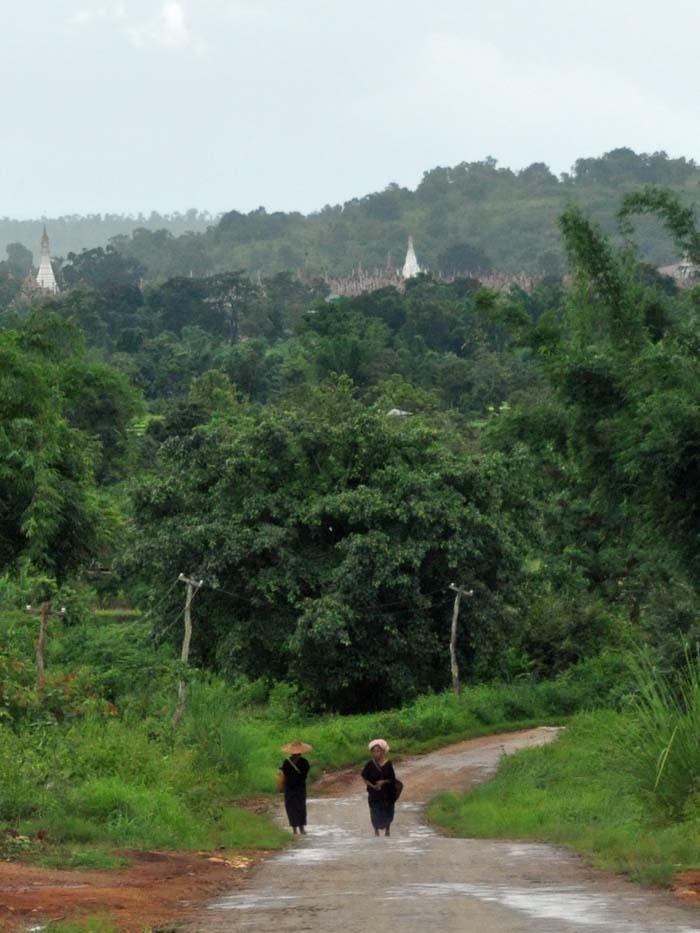 On the road to Kakku Myanmar (Burma)